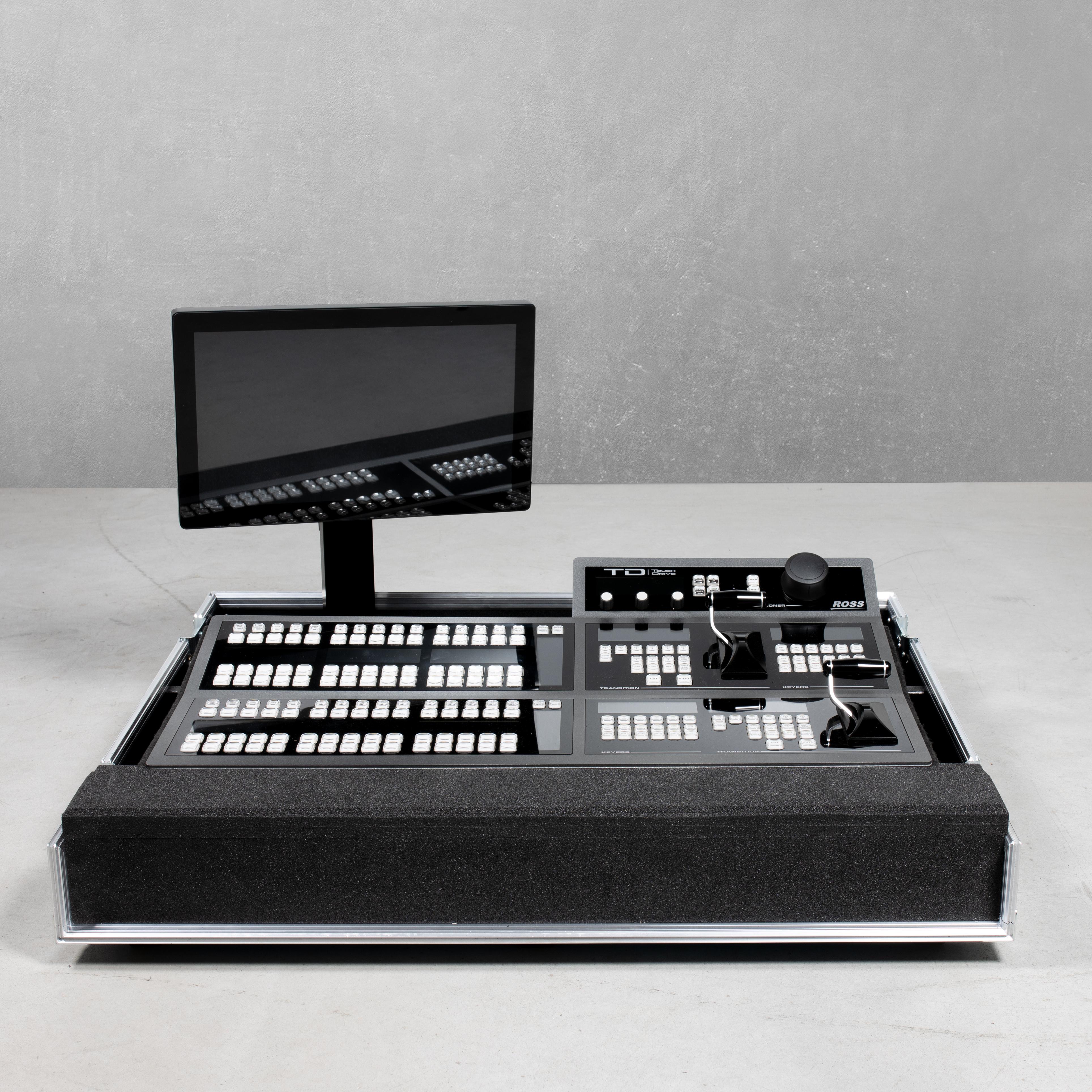 Haubencase für ein Ross Carbonite TouchDrive2 mit Monitor