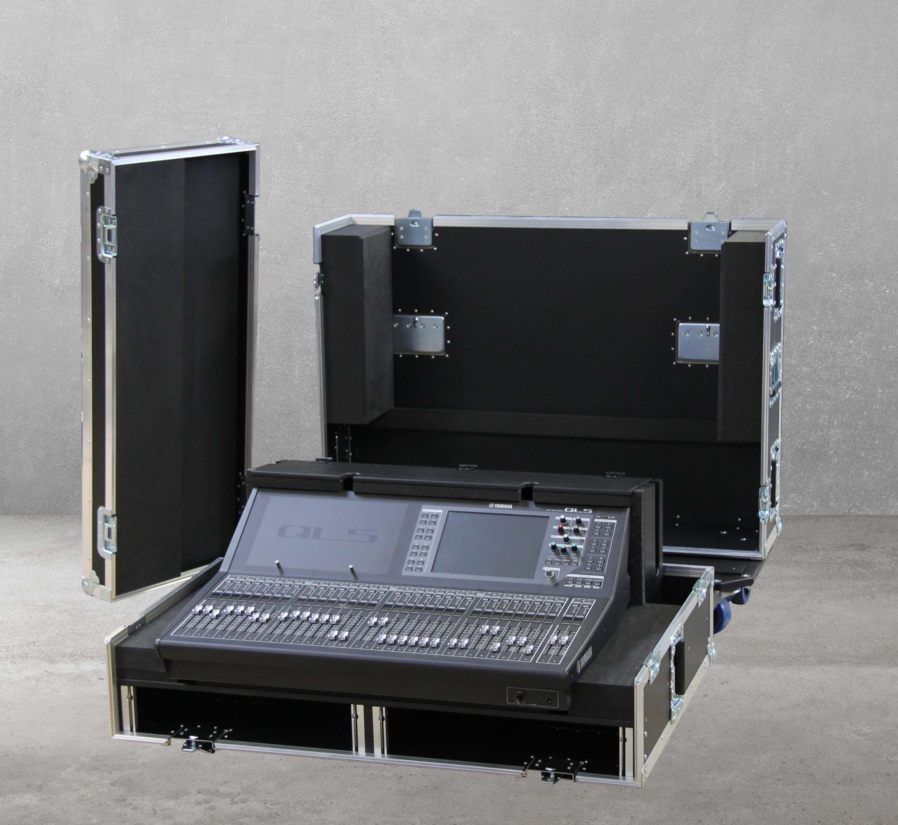 "Haubencase mit 2x19"" für Yamaha QL5"